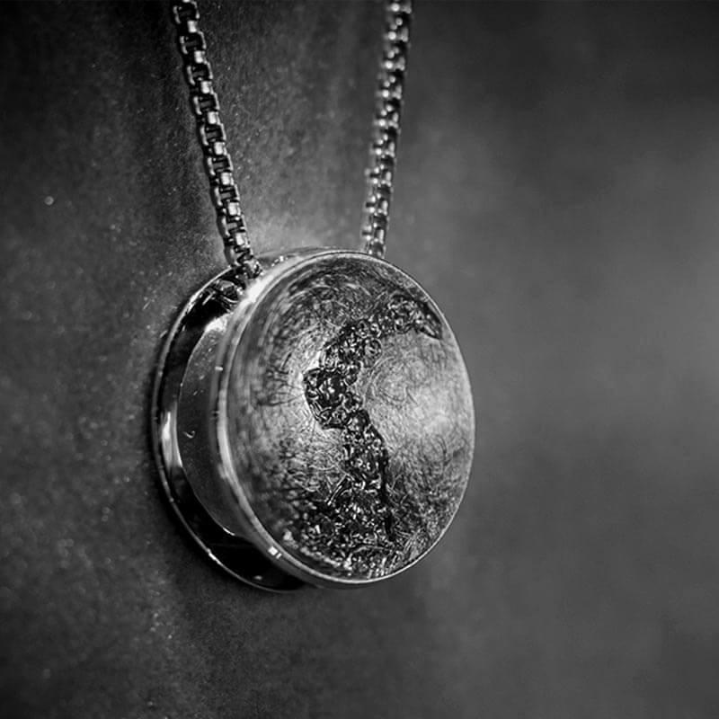 Einzigartiger Schmuck als Halskette aus der Goldschmiede Bellendorf in Dorsten.